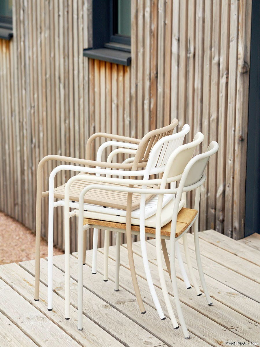 chaise empilable beige