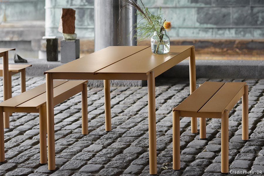 table et banc en metal