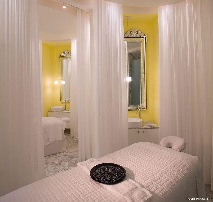 spa-treatment-room_0.jpg
