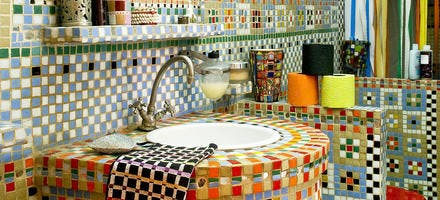 lavabo ancien multicolore